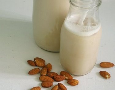 almond milk beauty benefits