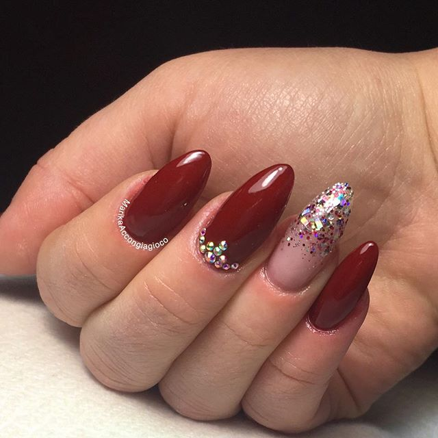 Glitter dipped center with blood red talons